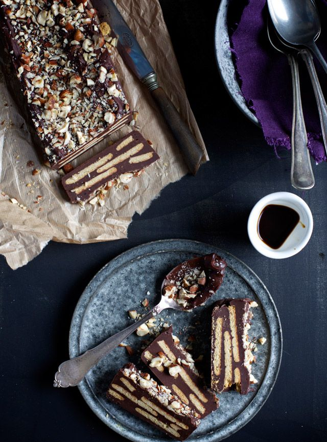 Biscuit Cake with Coffee & Hazelnuts (the recipe is in Danish and can't translated into English because the blog admin put it into image format :((( )