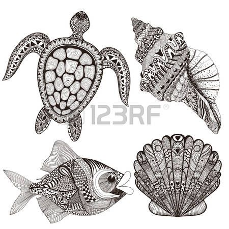 tatuaggio tartaruga: Zentangle stilizzati conchiglie di mare nero, pesci e tartarughe. Hand Drawn illustrazione doodle vettoriale. Disegnare per tatuaggio o makhenda. collezione Seal. set vita dell'oceano.