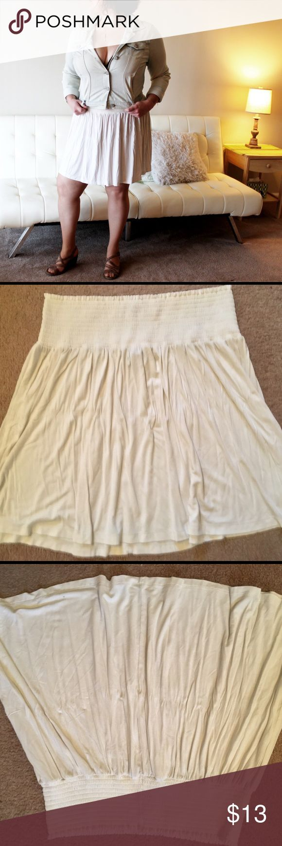 Off-White/Beige Skirt (H&M) ➼Item description Item: Skirt Brand: H&M Color: Off-White/Beige Size: L Fabric: 95% viscose, 5% elastane Description: new without tag, never worn, elastic waist  ➼Environment All items come from a smoke and pet free home.  ➼Tags #OffWhite #White #Beige #Skirt #ElasticWaist #MidiSkirt #Casual #Comfy #Comfortable H&M Skirts Circle & Skater