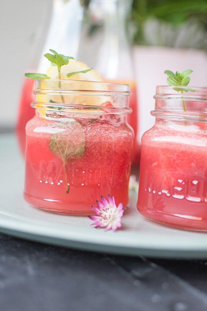 Wassermelonen-Erdbeer-Drink: Sommer im Glas