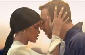 Rihanna, gheisa gangsta in Princess Of China (videoclip). Urmareste-l pe bestmusic.ro http://www.bestmusic.ro/coldplay/stiri-coldplay/colplay-rihanna-princess-of-china-videoclip+114714.html#