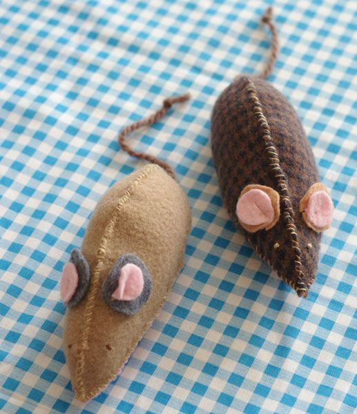 How to Make a Mouse Toy for Your Favorite Cat - This felt mouse toy is the perfect treat for your favorite cat. Fill it with catnip or jingle bells and get ready for hours of feline fun.