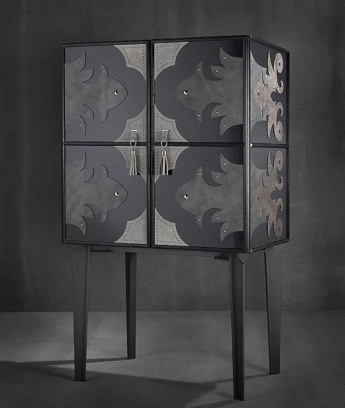VINTAGE COCKTAIL CABINET A1225 - Cocktail cabinet in black crackled lacquer with grey black suede detailing.
