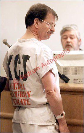 #Serialkiller  #Seriemoordenaar Gary Leon Ridgway in court with ultra security inmate uniform 2001