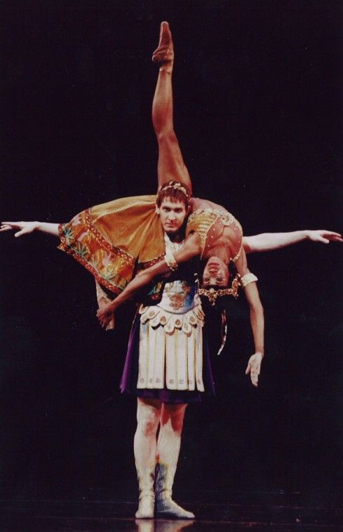 Ballerina Lauren Anderson being Cleopatra in Cleopatra, a ballet choreographed for her byBen Stevenson atHouston Ballet in 2000