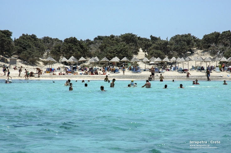 Chrisi #beach crowded enjoyed waters. | Η παραλία της Χρυσής γεμάτη κόσμο που απολαμβάνουν τα νερά της. ( CC-BY-SA)