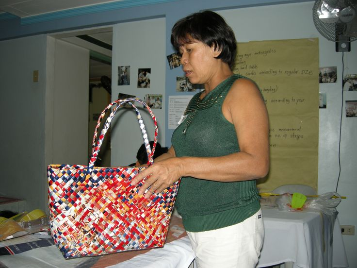 One of the facilitators showing a finished product of the RecyBag.