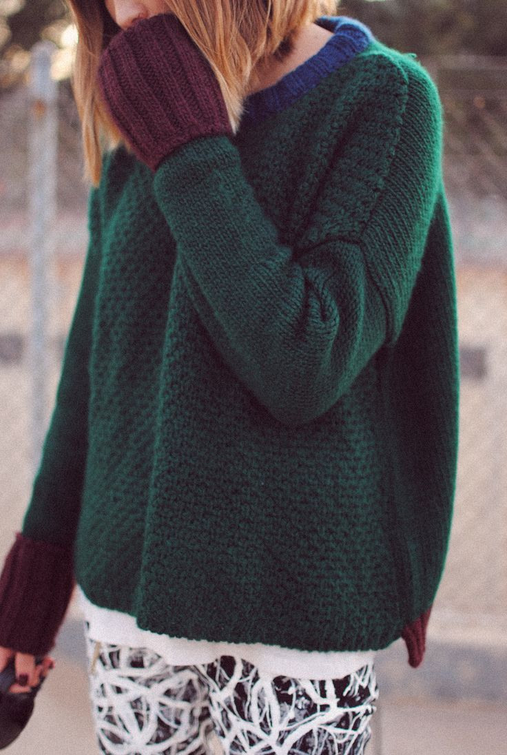 Boxy sweater, knitted / contrasting cuffs