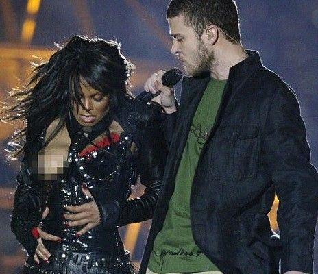 19 Crazy Celebrity Wardrobe Malfunctions: Fashion Fails For the Ages!