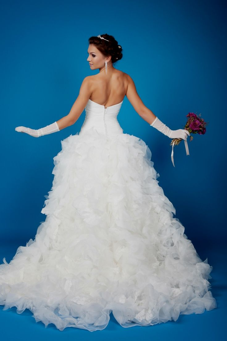 Perfect Wedding Gown Selection. Looking For The Newest Wedding ...