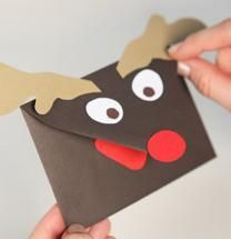 Still getting last min cards together?! How about decorating them like this adorable reindeer! So clever!: Christmas Cards, Holiday Ideas, Reindeer Envelope, Card Holders, Gift Cards, Craft Ideas, Christmas Ideas