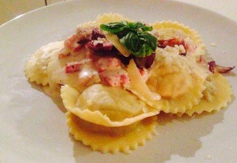 Ravioli met Paddenstoelen/Truffel Vulling, Pancetta-Roomsaus en Gekarameliseerde Uitjes