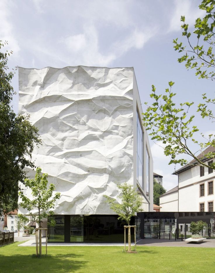 High School Crinkled Wall / Cast Concrete Wall, WIESFLECKER ARCHITECTURE