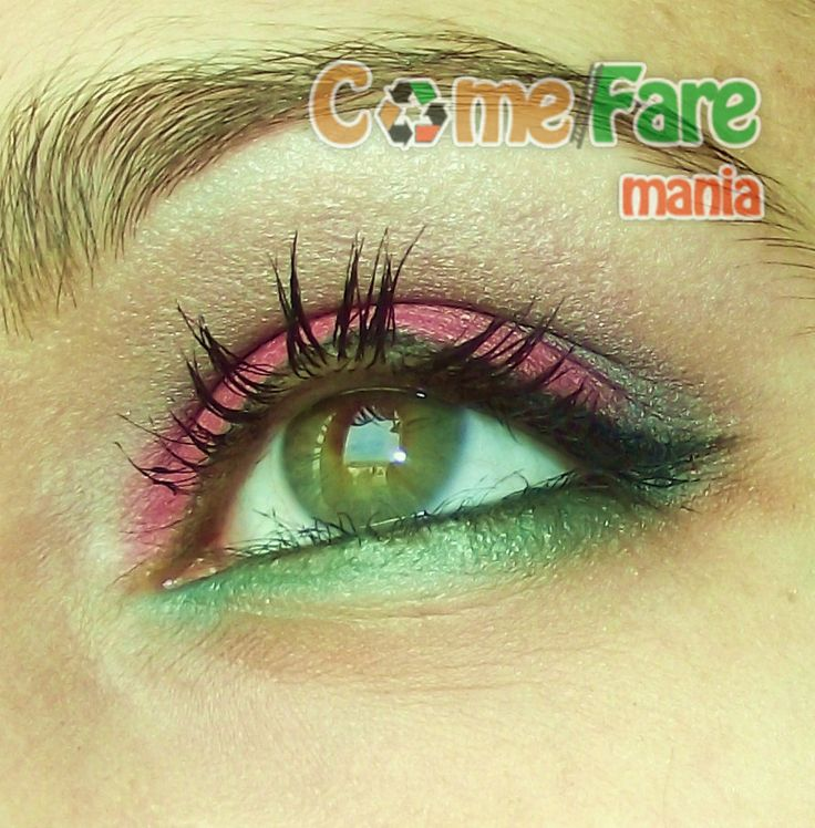 #Tutorial Make Up #Natale Verde E Rosso – #Foto Passo per Passo http://www.comefaremania.it/tutorial-make-up-natale-verde-rosso-foto-passo-passo/ #makeup