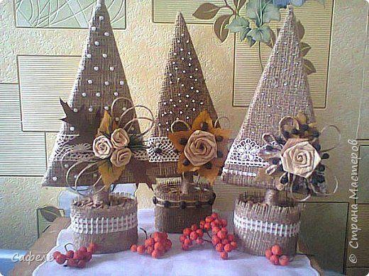Alberi di Natale semplici e riciclosi da realizzare con carta e cartoncino e rivestiti. Da non perdere!!!