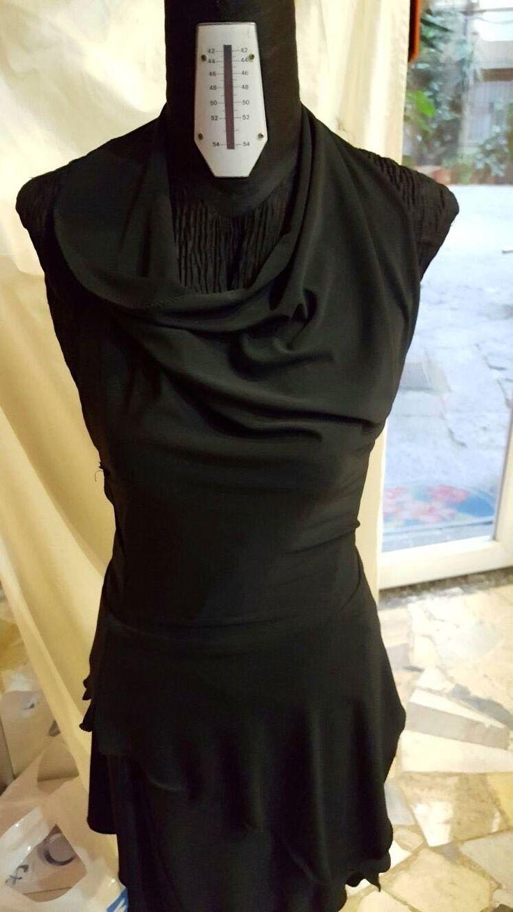 Prenota on line qui e indossa direttamente presso Atelier Lady R in Napoli. Paghi scontato al ritiro previa prenotazione on line