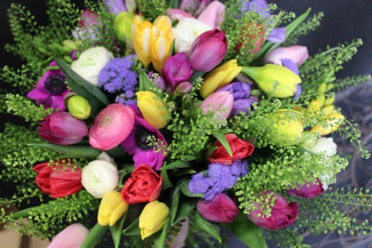 """JAR 2014 Pripravili sme pre Vás novú kolekciu """"Jarná Voňavá Romanca"""" v hlavnom podaní vznešených tulipánov, rozkvitnutých čerešní, nových vôní, roztomilých postavičiek, vencov na dvere. Otvorené máme každý deň aj v nedeľu. Využite našu donáškovú službu krásnych, voňavých, čerstvých kvetov."""