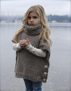 Жилетка для девочки спицами - стильные жилеты, пончо, безрукавки для маленьких модниц со схемами и подробным описанием.