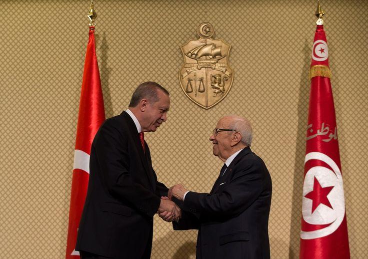 """قال الرئيس التّونسي الباجي قايد السبسي، اليوم الأربعاء، إنّ بلاده وتركيا """"تربطهما علاقات عريقة ترجع إلى عمق التاريخ الذّي يربطهما، لكنها متجددة، وتأخذ بعين الاعتبار المتغيرات""""."""