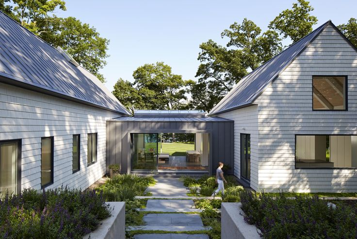 Photo 16 of 20 in 20 Modern American Farmhouses That Update Tradition…