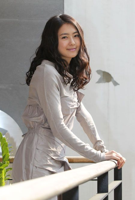 Name: 이요원 / Lee Yo Won Profession: Actress Birthdate: 1980-Apr-09 (age 33)