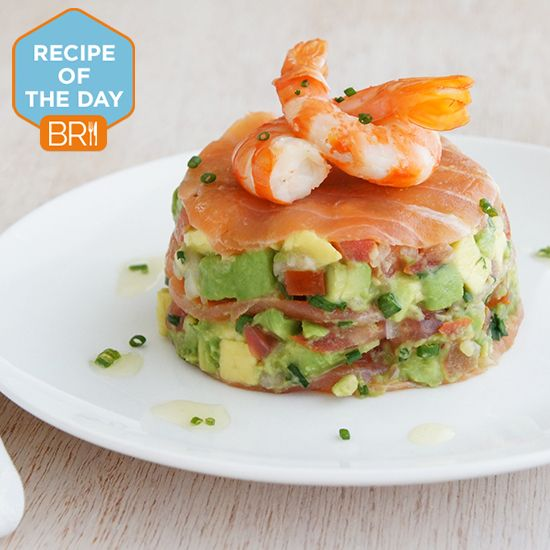 #Recipeoftheday: Smoked salmon with avocado salsa and prawns