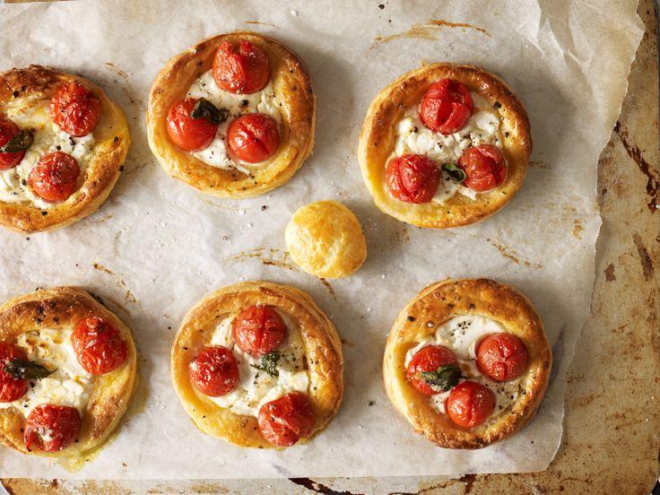 Ooohhh yummy tomato tarts!