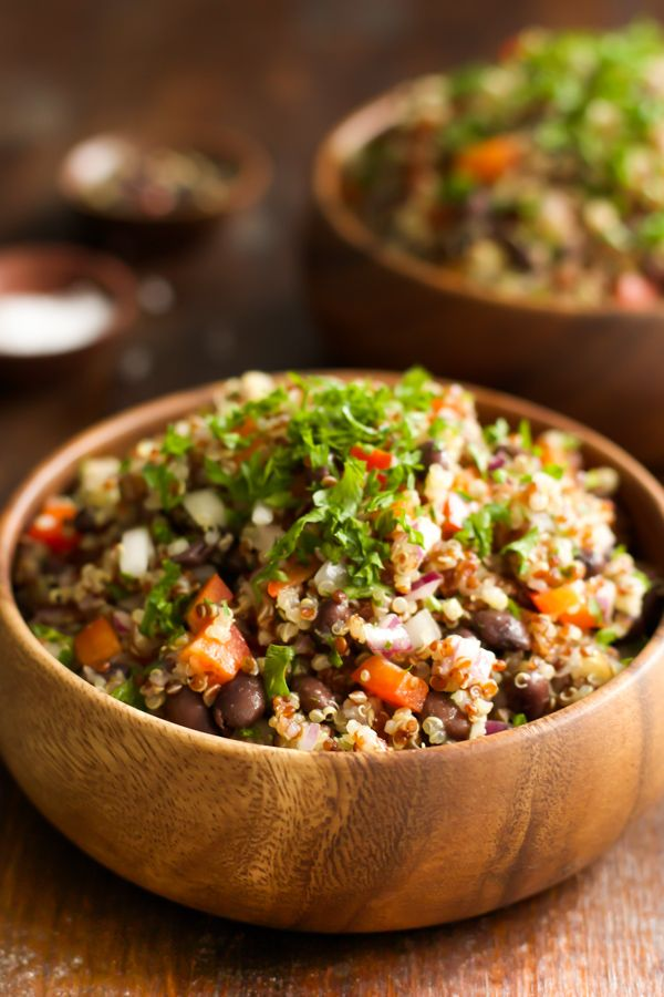 Easy and Quick Quinoa Salad - This Easy and Quick Quinoa Salad is vegan and gluten free. It is also tossed in a homemade vinaigrette dressing, loaded with beans, red onions, pepper and parsley! A quick and easy salad that will leave you feeling great and satisfied. primaverakitchen.com