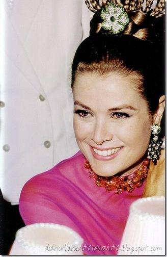 La Principessa Grace di Monaco al Charity Gala della Croce Rossa di Montecarlo nell'agosto 1968,  abito Christian Dior, gioielli Cartier