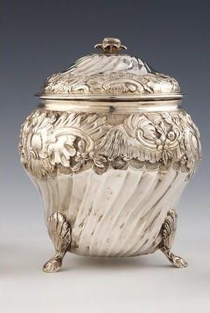 Sucrier couvert en argent. Travail du Sud de la France, 2eme moitié du XVIIIe siècle. Photo DUPONT & Associés Covered sugar bowl.