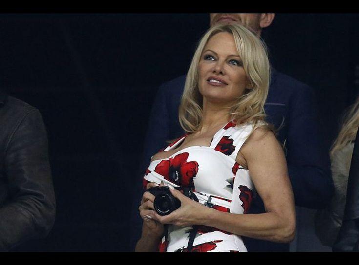 Confidences Orgies, Sylvester Stallone, rapport à la France… Pamela Anderson se lâche!       L'inoubliable bimbo de la série Alerte à Malibu a livré quelques anecdotes osées sur une chaîne britannique ce week-end. Elle glisse au passage se sentir « très heureuse » dans l'hexagone.