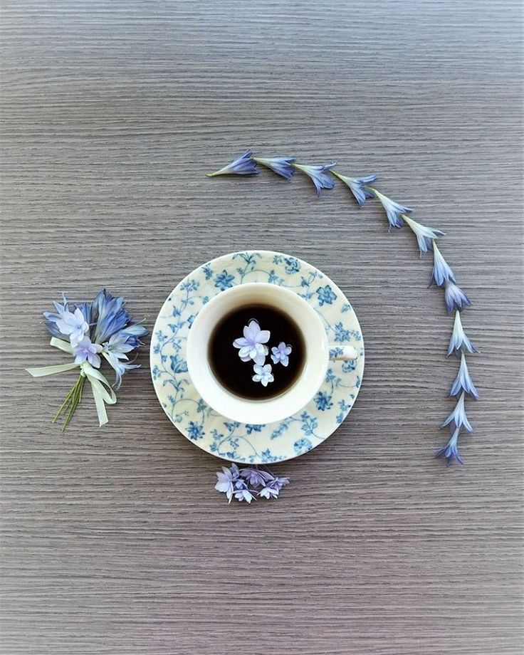 Good Monday, my friends . A different point of view to appreciate the Blue Tea Time set up   Think Positive!!!  Never stop dreaming!  If you believe it, it will happen… ⭐️⭐️⭐️ Se ci credi, si avvera…  by me, thanks to my #olympuscamera  #vintagestyle #shabbychic #teacup#beautyinsimplicity#onlybeautifulthingsfromitaly#artdelatable #artdevivre#bonton#worlderlust #savoirvivre #lovelife#coffeeandseasons#teaandseasons  #cettesemainesurinstagram#découvrirensemble #vzcomood#click_vision ...