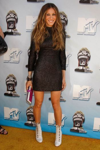 Sarah Jessica Parker wore bold white Christian Louboutin Victorian-inspired booties to the 2008 MTV Movie Awards.