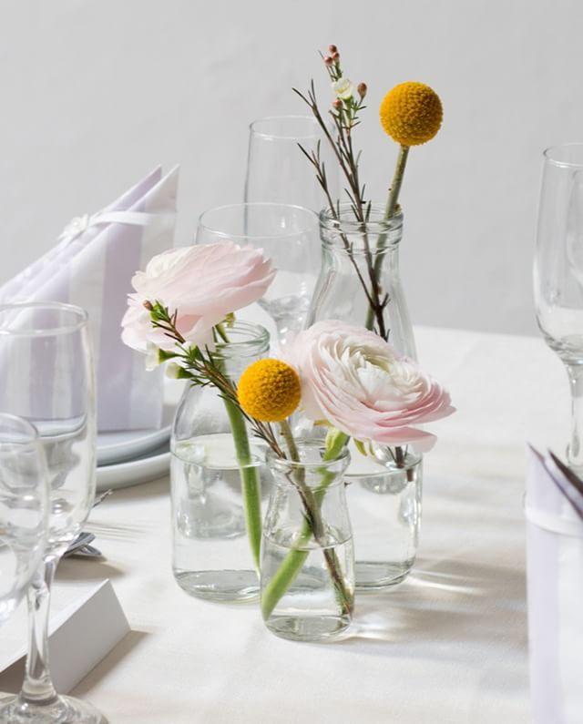 Glass vases for a feminine, but rustic table setting. In stores now. Prices from DKK 4,98 / SEK 6,80 / NOK 6,70 / EUR 0,68 / ISK 139 / GBP 0.57 #vase #glass #feminine #aesthetics #tablesetting #inspiration #sostrenegrene #søstrenegrene #grenehome