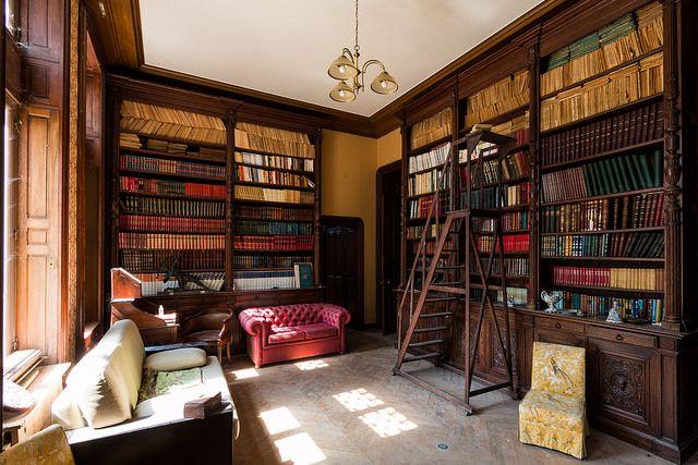 {Urbex} Château sous les nuages - Bibliothèque abandonnée | Flickr - Photo Sharing!