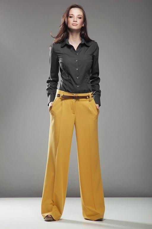 Czarna koszula damska modelująca sylwetkę