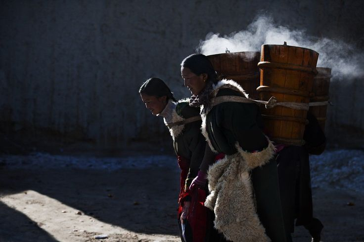 Tibetan women with local characteristic vat Tibetan national culture gallery