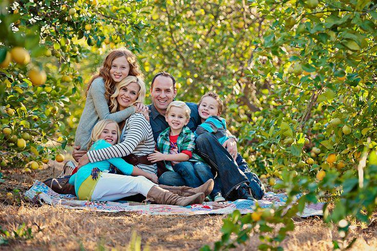 HugsPhotos Inspiration, Families Shoots, Photography Families, Big Families, Families Poses, Families Photography Group, Families Photos, Families Pics, Cute Family Photos