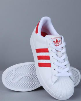 Kickin' it old school! .. Luv my classic Adidas Superstar Shell Toes <3