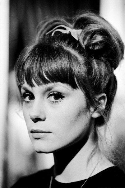 Francoise Dorleac = Maquillage : trait d'eye-liner + Banane // Cheveux : Chignon haut avec frange