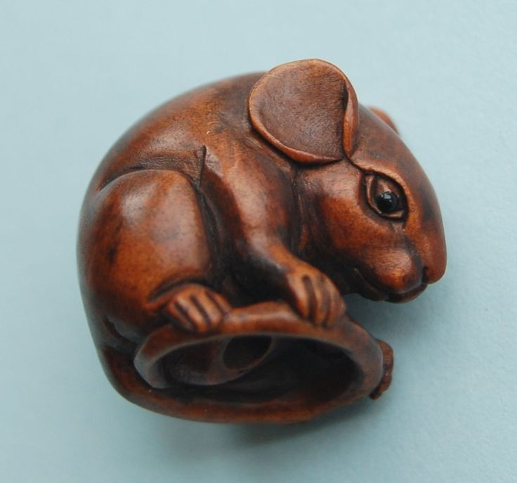 Vintage antique japanese miniature carved boxwood netsuke