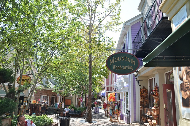 The Grand Village - Branson, Missouri is another one of my favorite places to just go for walks when the weather is nice. LOVE Kringle's Christmas Store too