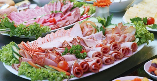 Try the fresh gourmet platters made to order from the in-store deli at Supabarn.