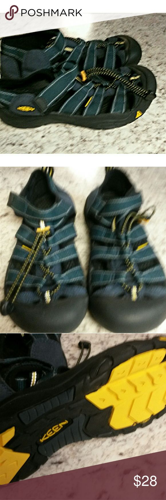 Keen sz 6 ladies shoes EuC . Smoke free. Keen Shoes Athletic Shoes