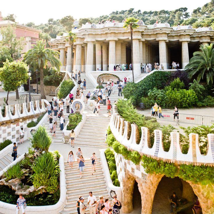 AD Classics: Parc Güell / Antoni Gaudí Barcelona , Spain