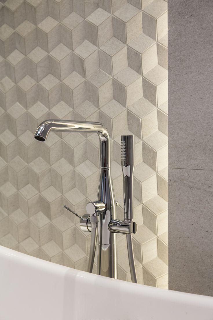 #Viverto #inspiracjeViverto #łazienka #bathroom #tiles #płytki #kolory #inspiracja #inspiracje #pomysł #idea #perfect #beautiful #nice #cool #wnętrze #design #wnętrza #wystrójwnętrz #łazienki #pięknie #ściana #wall #light #white #biel #wzory #mozaika #niebanalnie #3Dtiles #płytkistrukturalne #płytki3D #wanna #bateria #armatura