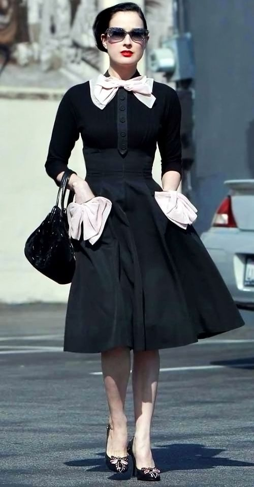 Dita Von Teese style - perfect except for the pocket bows?