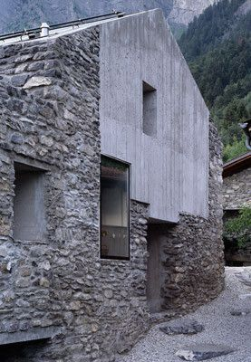 Wohnhausumbau in Chamoson by Laurent Savioz