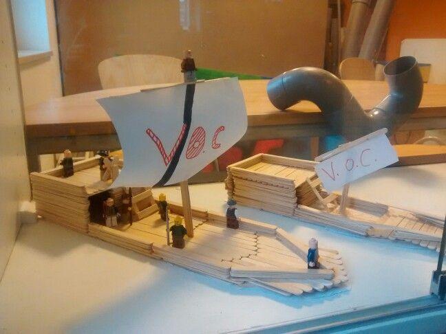 VOC schip van ijslollie stokjes
