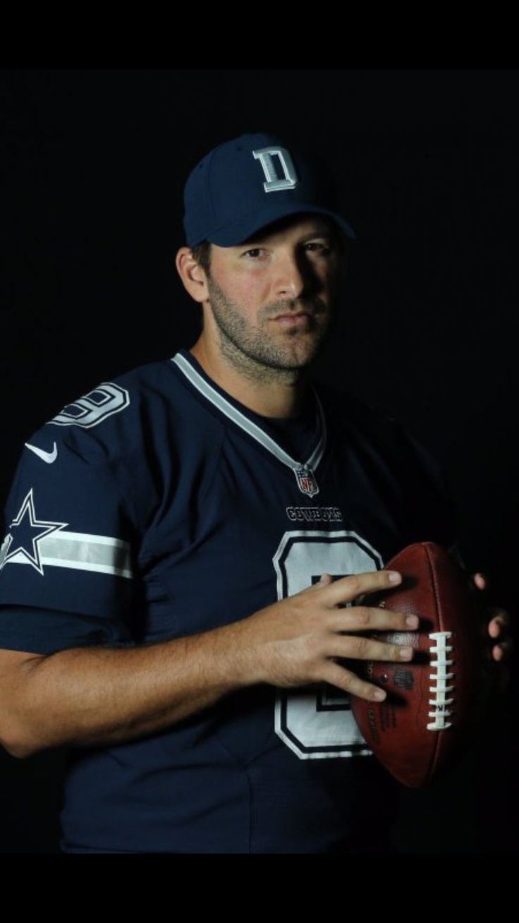 Tony Romo still looks hot!!